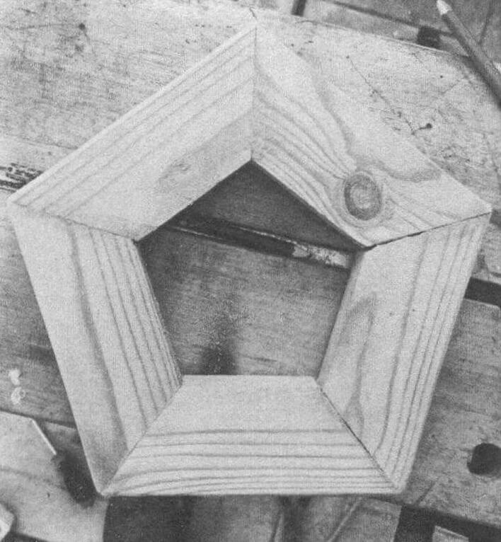 В основании использованы обрезки доски сечением 50x20 мм