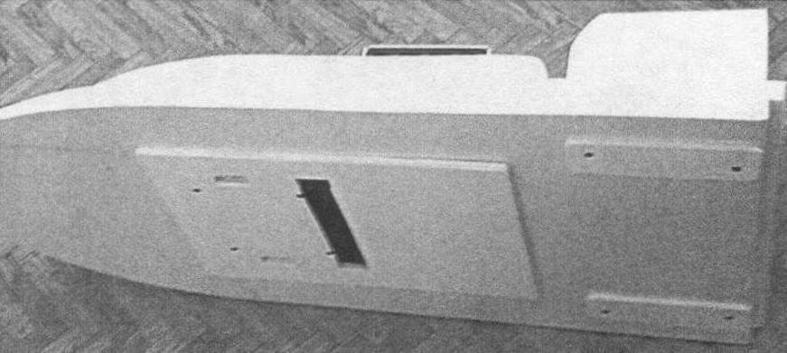 Надводная часть авквабуксировщика (аккумуляторный отсек снят)