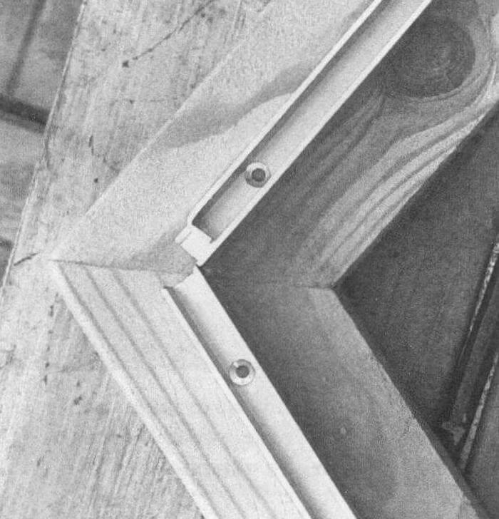 Торцы дощечек основания соединены в стык на клею