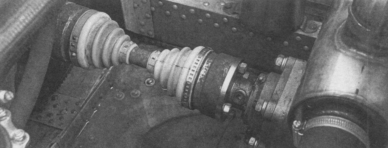 В качестве вала привода водомета использован укороченный привод переднего колеса автомобиля «Нива»