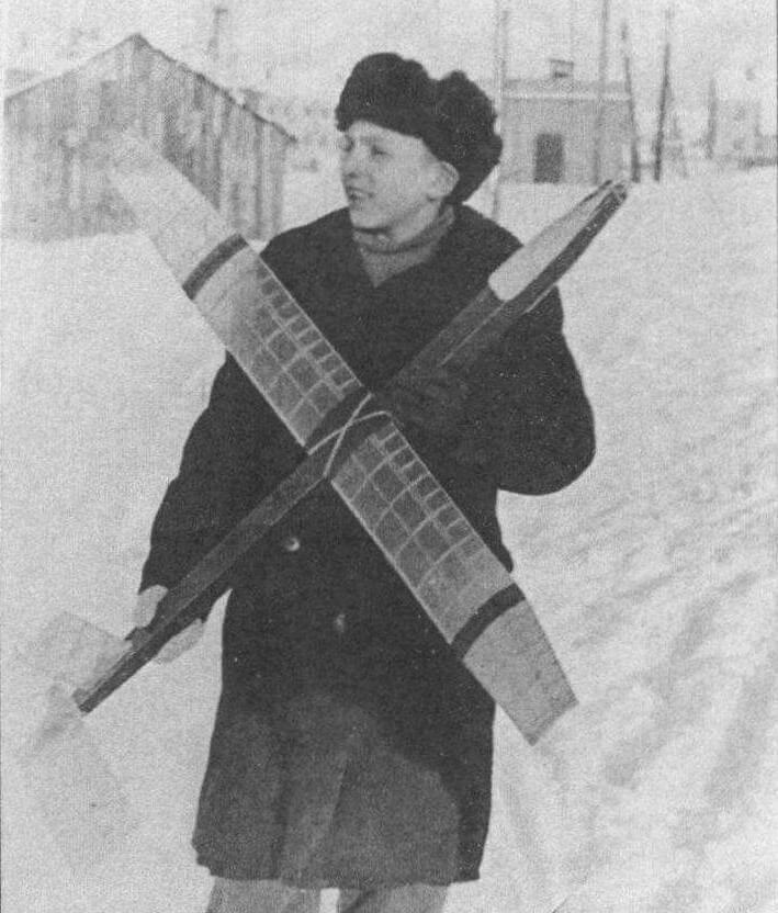 Занятия в кружке Дома пионеров, г. Краснозаводск, 1956 год
