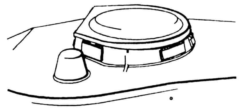 Командирская башенка. На переднем плане — бронеколпак перископического прицела.