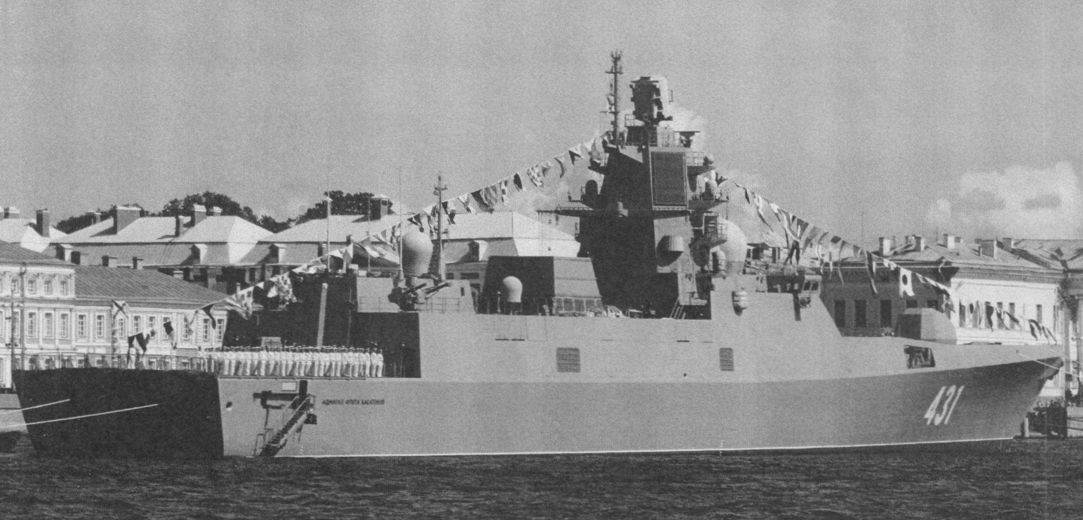 Фрегат УРО «Адмирал флота Касатонов» на Неве