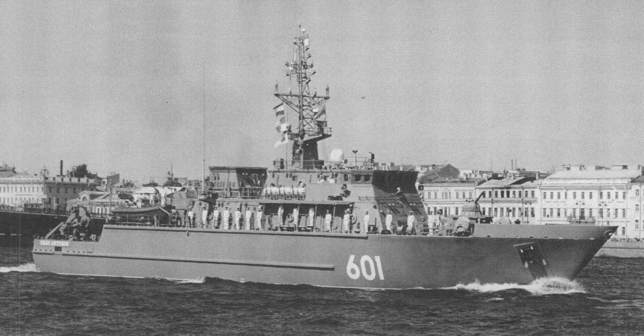 Тральщик «Иван Антонов» проекта 12700 - наиболее совершенный отечественный противоминный корабль