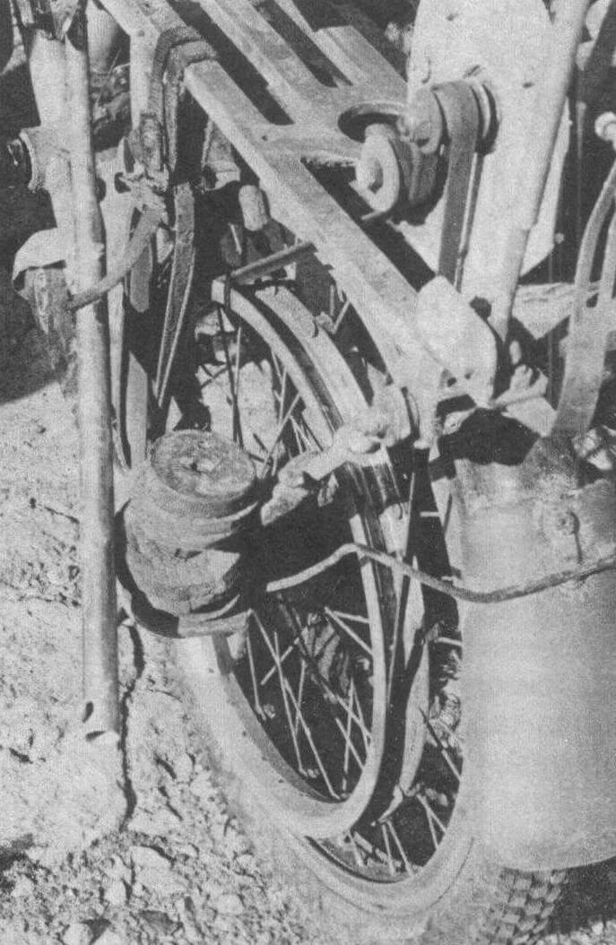 Привод от ДВС на заднее колесо осуществляется быстросъемным ремнем