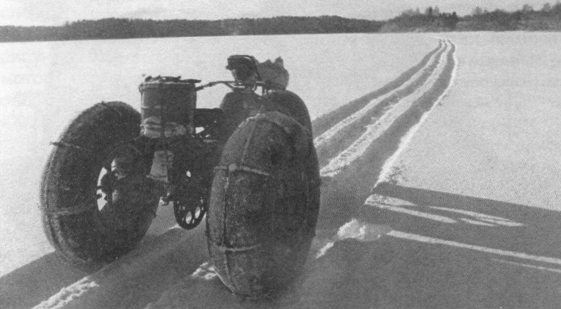 На таком транспорте можно смело съезжать в глубокий снег