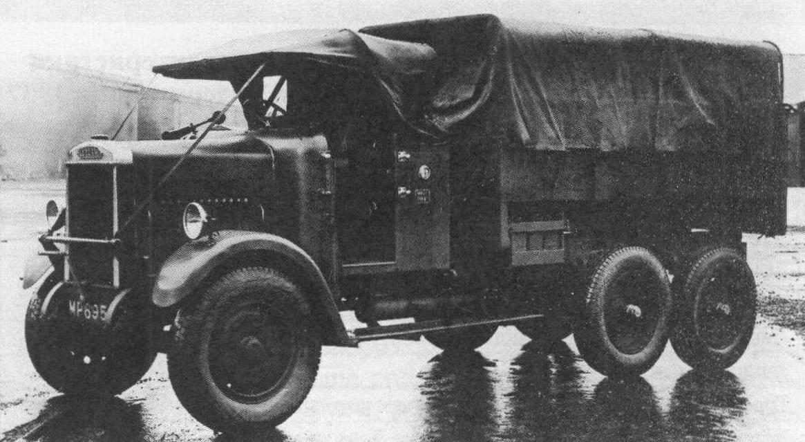 «Родители» героя нашего рассказа: БА «Пиарлесс» (вверху) и грузовой автомобиль «Лейланд - Терьер»
