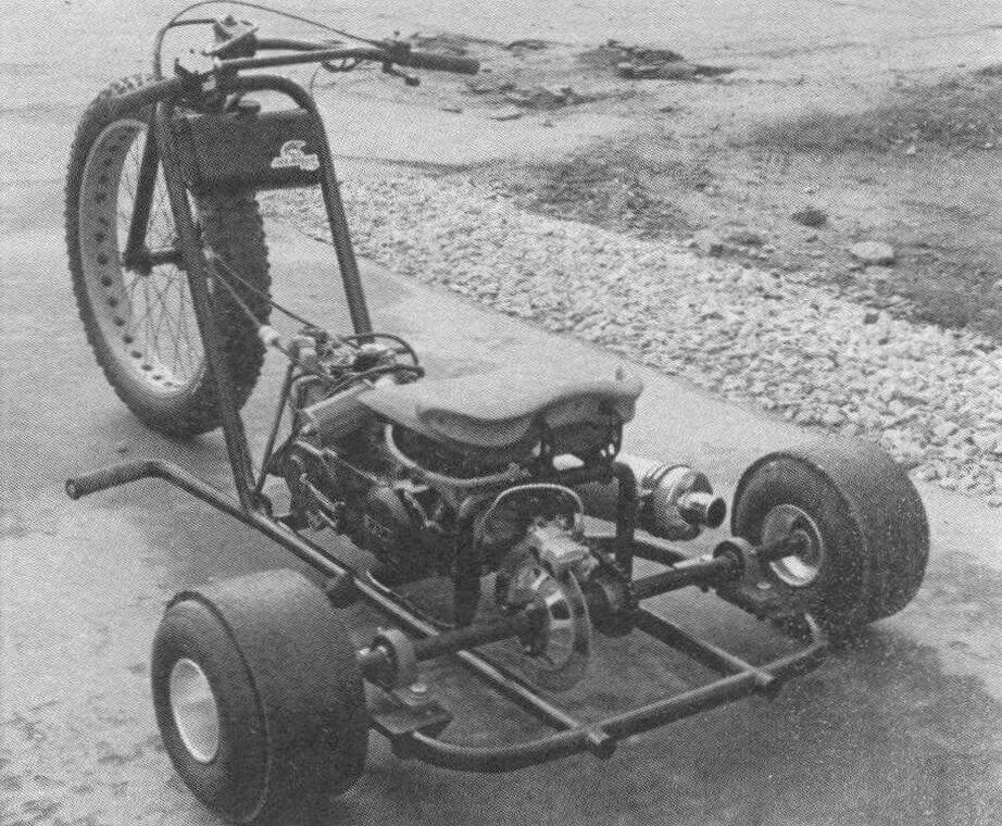 «Изюминка» данного трайка - силовая установка от скутера со встроенным вариатором