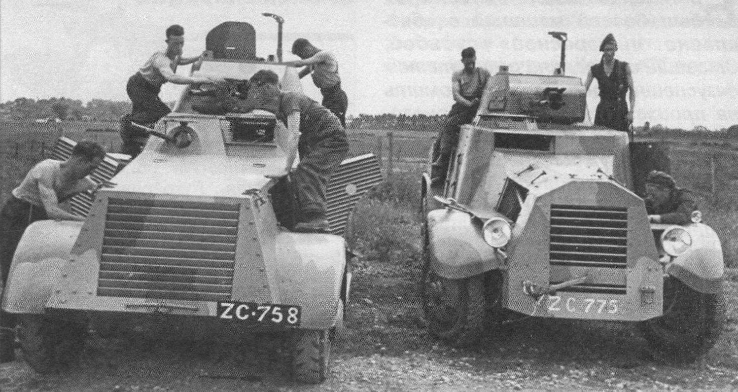 Ирландские бронеавтомобили: слева - «Ландсверк», справа - «Лейланд» (лагерь Курра, 1941 года)