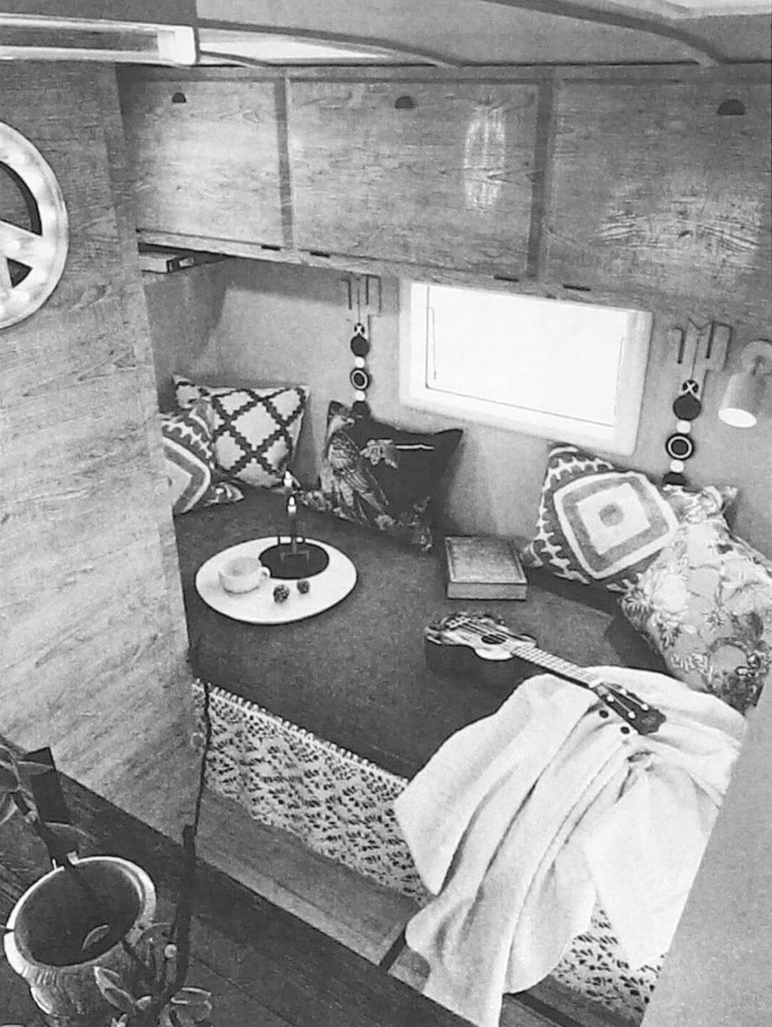 Несмотря на скромные габариты жилого модуля, спальное место в нем вполне комфортное