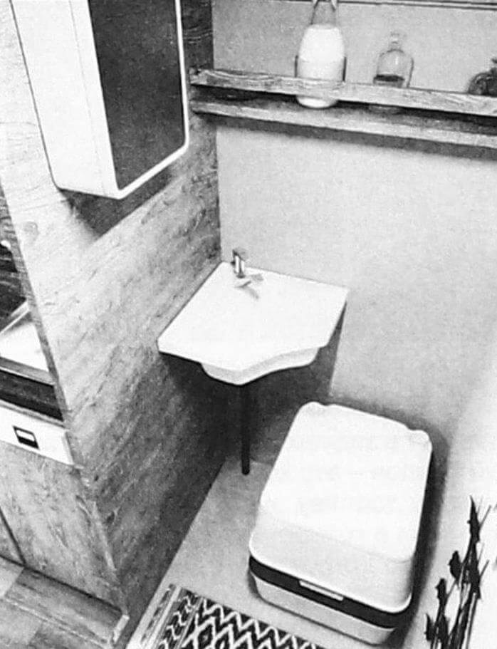 ...в котором есть и биотуалет, и рукомойник, и даже душ