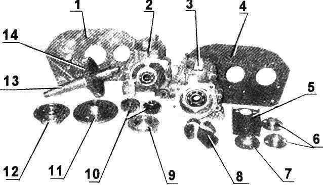 Фото 2. Детали и узлы двигателя Д-30 с камазовским редуктором (в скобках указаны номера позиций на рис.2):