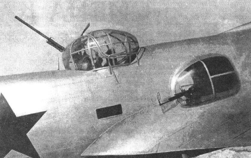 Верхняя пушечная и блистерная пулеметная установки на втором экземпляре ЦКБ-54