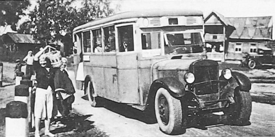 Автобус ЗИC-8 в л. Вартемяки, 1940 год (фото Н. Грозмани)