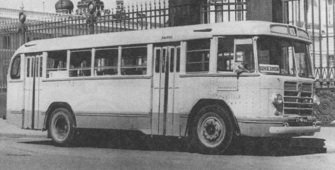 Автобус ЗИЛ-158В у Русского Музея. Ленинград, 1969 год