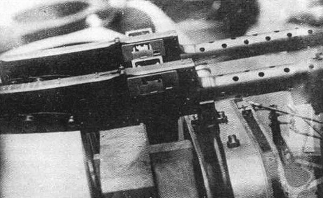 Монтаж синхронных пулеметов «Виккерс»