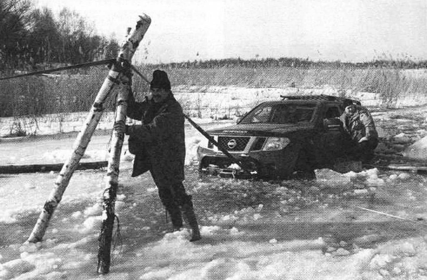 Выезжая на автомобиле на лед, подумайте о том, как будете спасться, если вдруг машина уйдет в воду