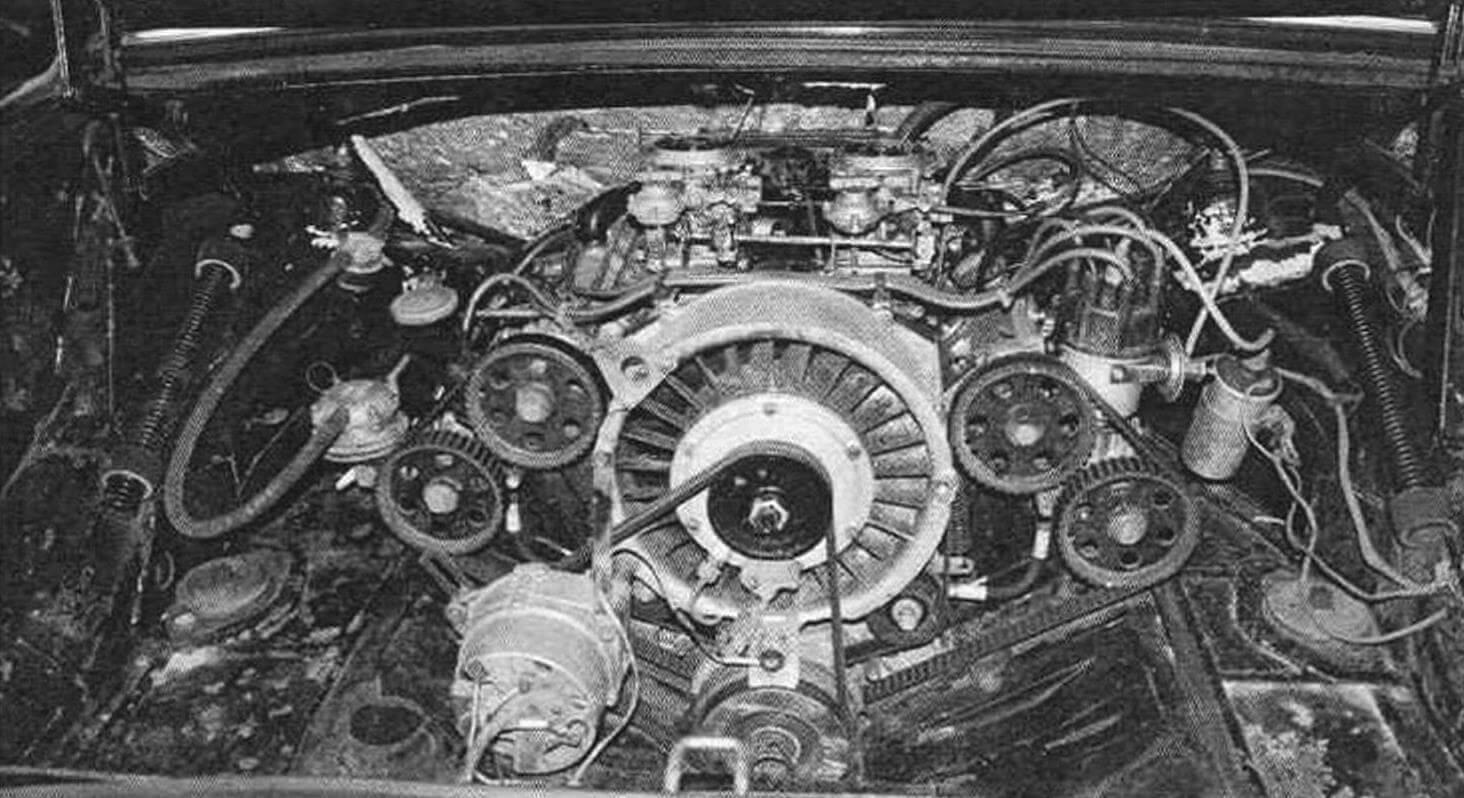 Двигатель установлен над задней осью. Мощный вентилятор обеспечивал эффективное охлаждение мотора лаже при длительном движении на высокой скорости