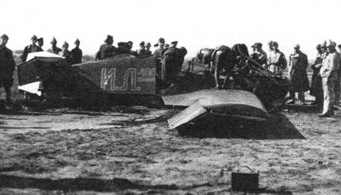 На месте аварии опытного истребителя ИЛ-400. Ходынка, 15 августа 1923 года