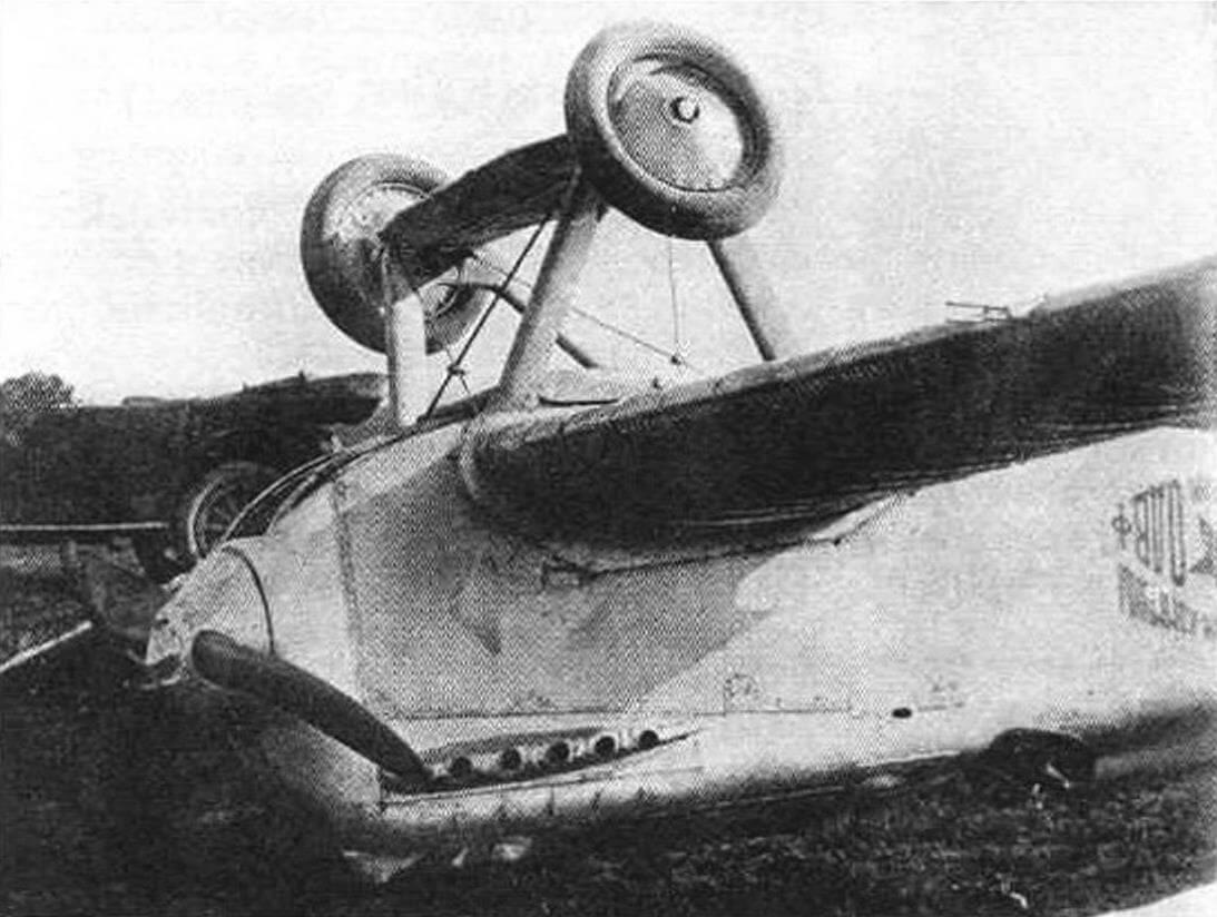 Авария второго опытного ИЛ-400б, произошедшая 20 мая 1925 г. После совершения полета, во время пробега, ИЛ-400б перевернулся по причине поломки правого колеса. Летчик Ширинкин, управлявший самолетом, отделался легкими ушибами
