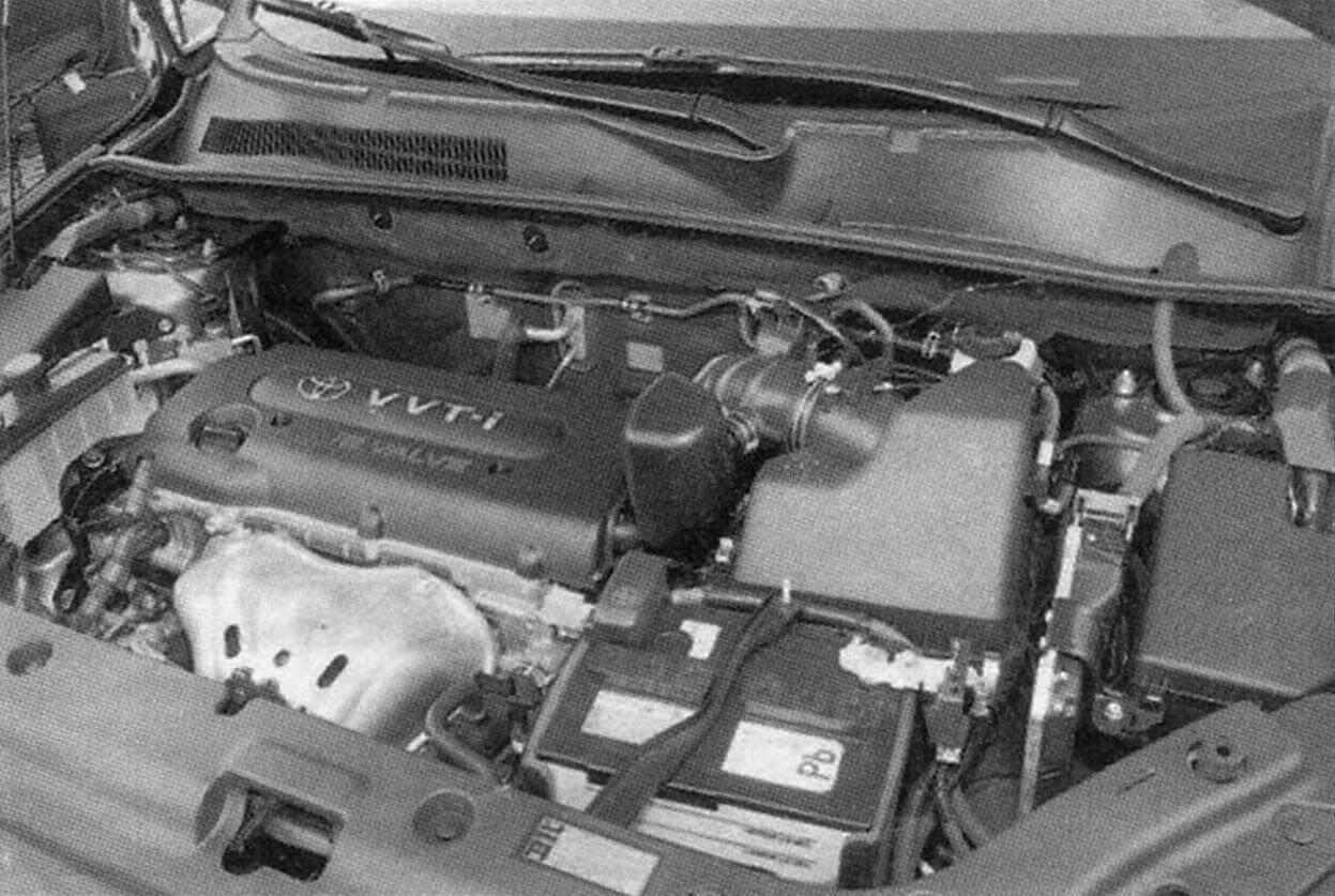 Так выглядит бензиновый 2-литровый 152-сильный двигатель автомобиля Toyota RAV4 третьего поколения