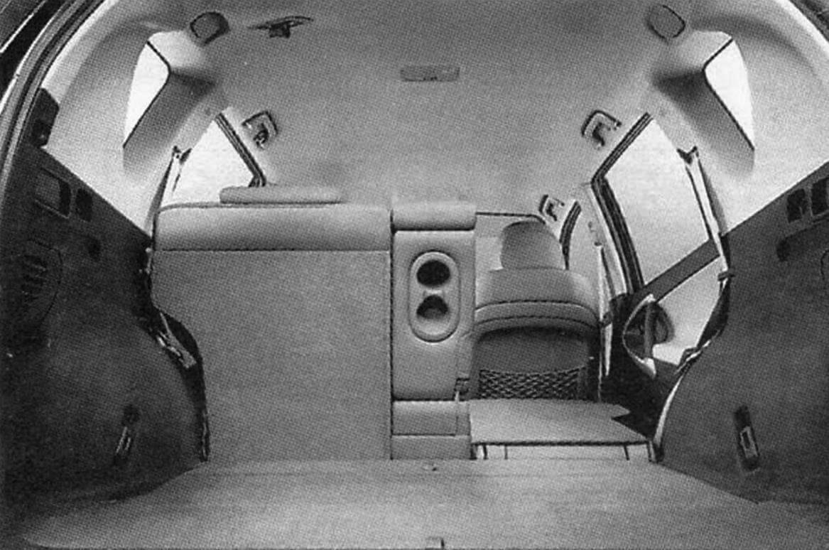 При складывании заднего дивана в машине образуется большой грузовой отсек объемом 1,469 м3