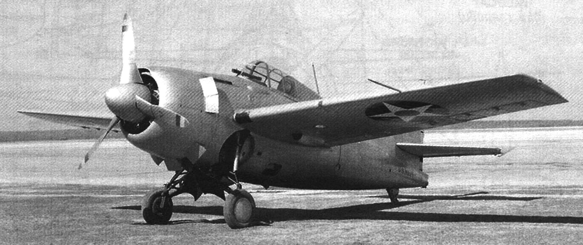 Опытный образец истребителя XF4F-3 на заводском аэродроме