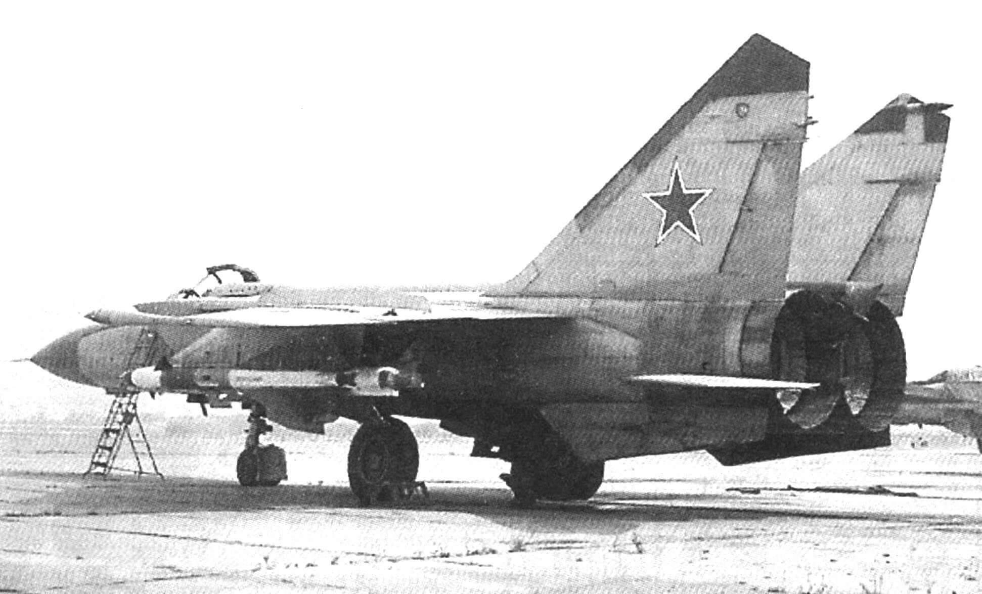 МиГ-25ПДС на стоянке