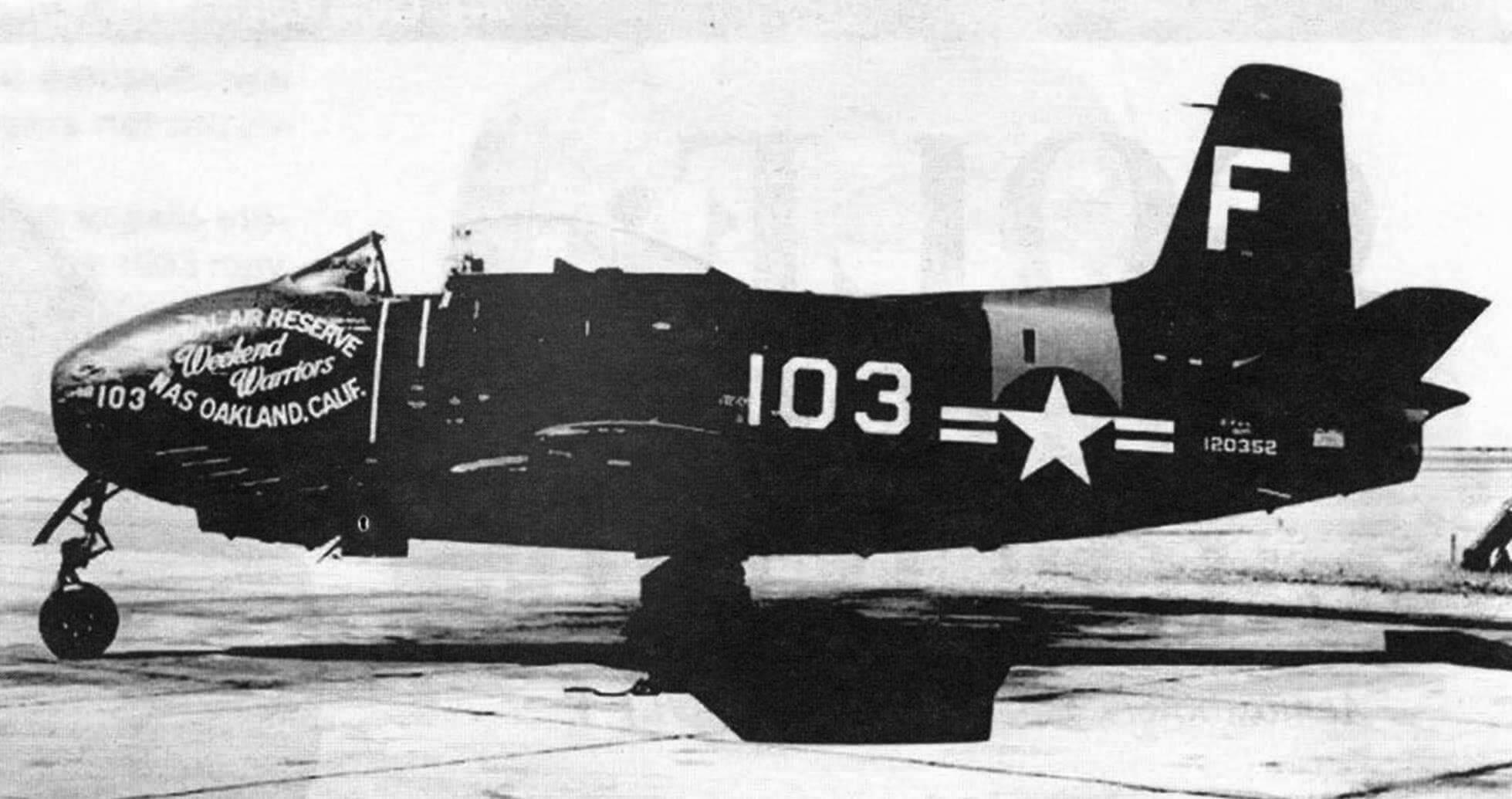 Истребитель FJ-1 авиации резерва ВМС США