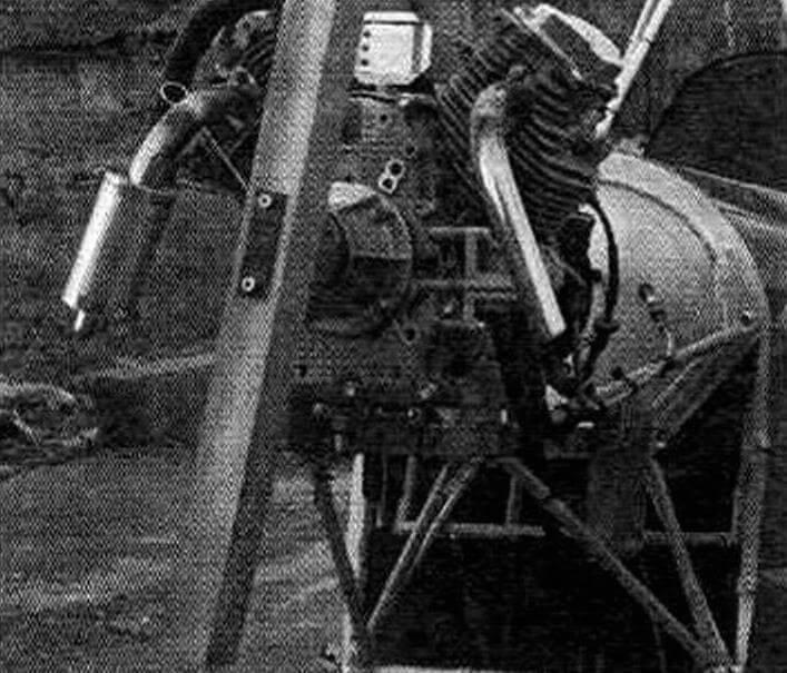 На валу установлена «мулинетка» для проверки мощности мотора