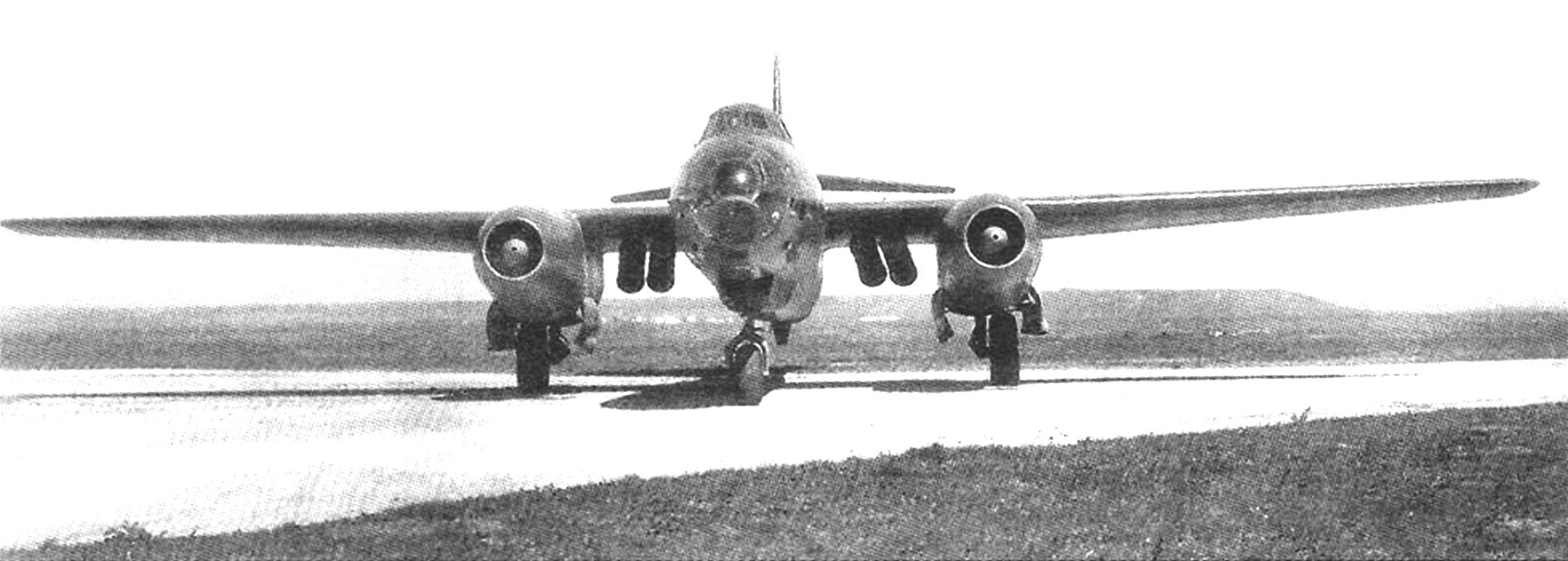 Ту-14 со стартовыми ускорителями под центропланом