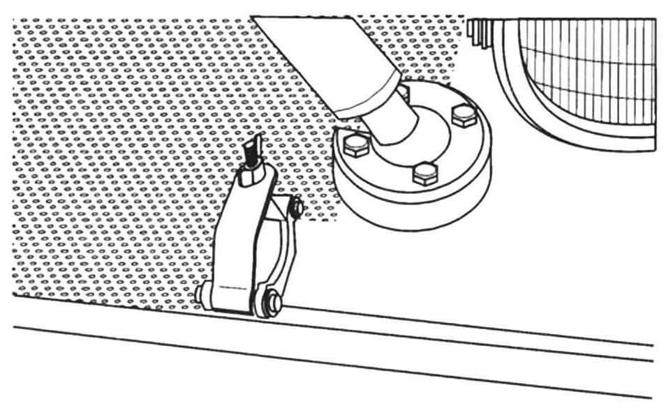 Основание левой опоры фиксатора пушки и зажим крепления правой опоры по-боевому