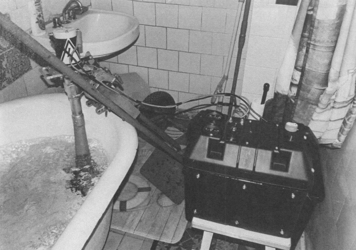«ЭлектроСалют» с аккумуляторной батареей 85 А ч в работе на «испытательном стенде» в ванне московской квартиры