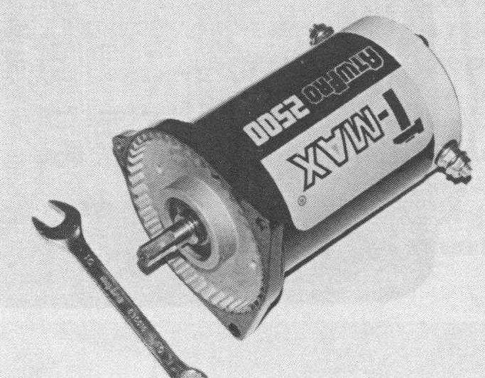 Электромотор лебедки Т-МАХ АТУ-PRО 2500. Напряжение 12 В. Максимальная мощность 500 Вт (0,7 л.с.) при потребляемом токе до 50 А