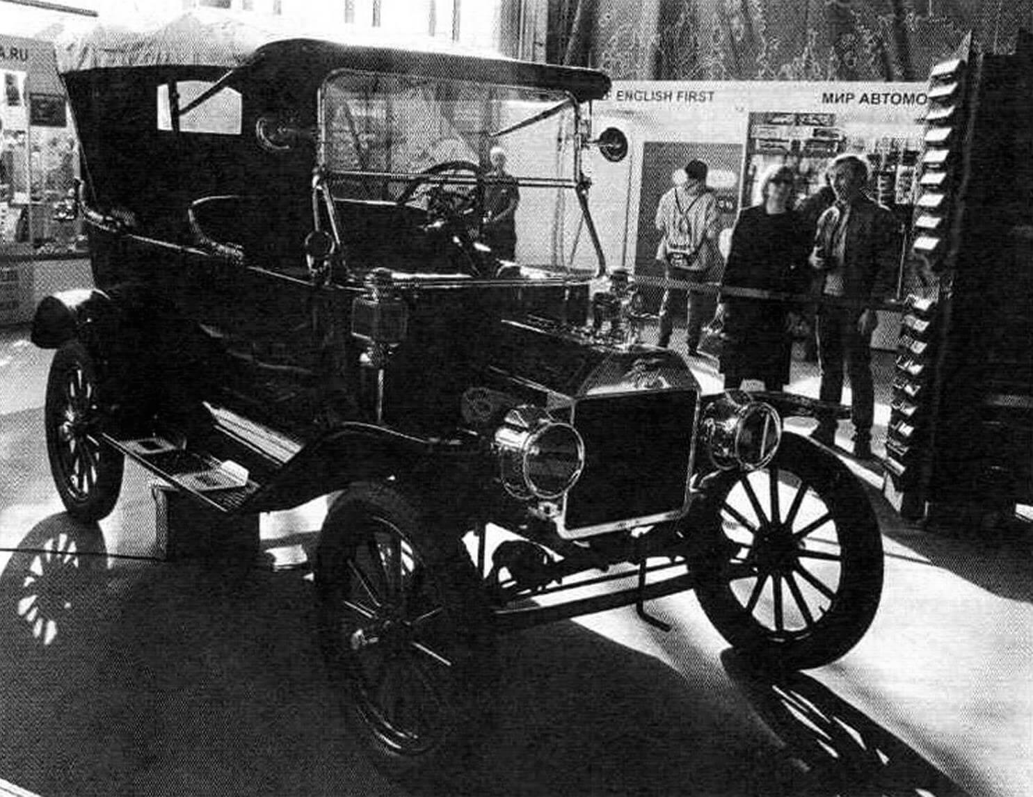В марте в «Сокольниках» состоялась очередная, уже 29-я, ежегодная выставка «Олдтаймер-галерея», на которой было представлено большое количество старинных автомобилей и другой раритетной техники. А центральная часть экспозиции посвящалась 75-летию Победы в Великой Отечественной войне.