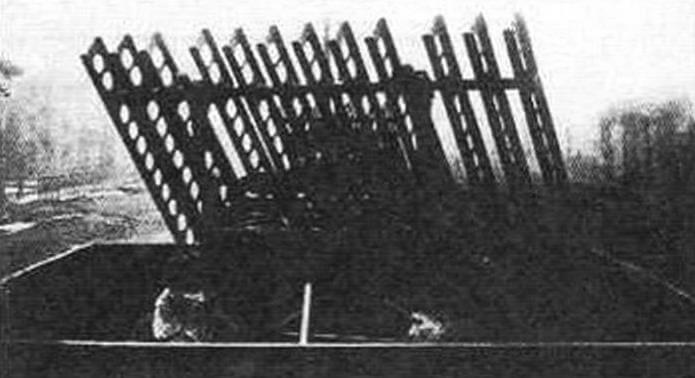 Реактивный миномет М-8-24 на платформе бронепоезда «Козьма Минин» (зима 1942 года)