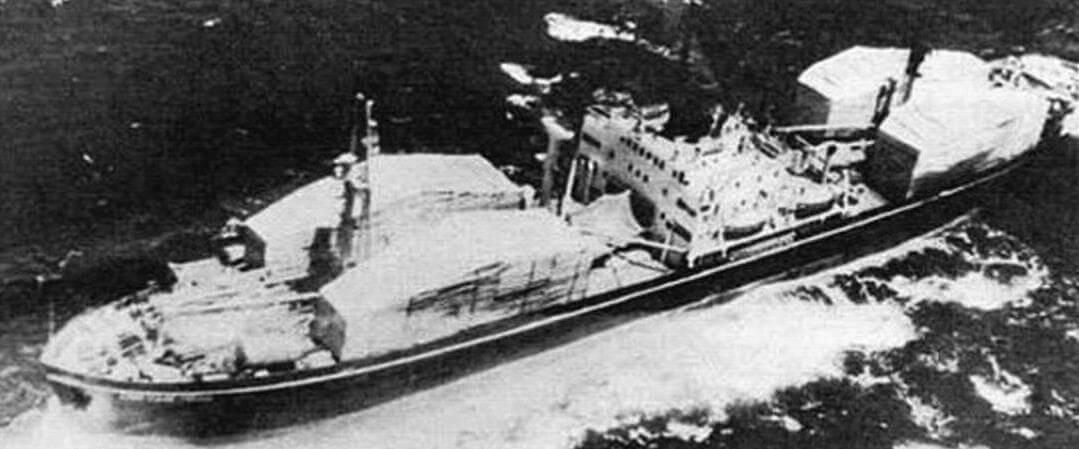 В период Карибского кризиса в 1962 году советские «Либерти» доставляли на Кубу самые различные грузы, включая боевые катера. «Советская Гавань» с размешенными на палубе замаскированными ракетными катерами проекта 183-Р («Комар»).