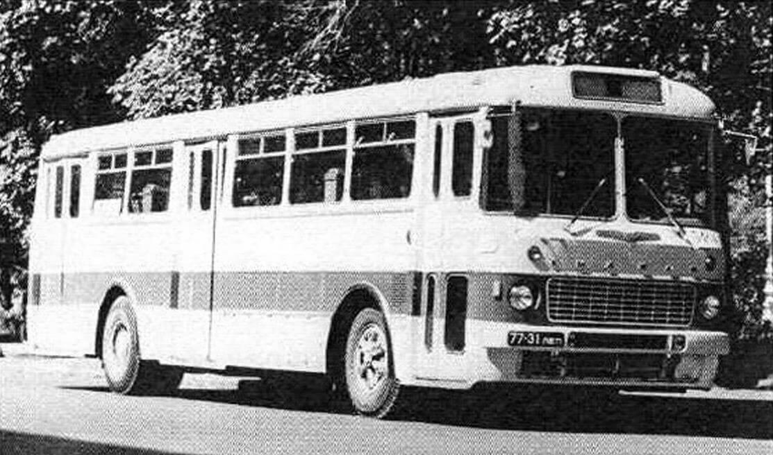 Автобус Икарус-556 на площади Искусств. Ленинград, 1969 год