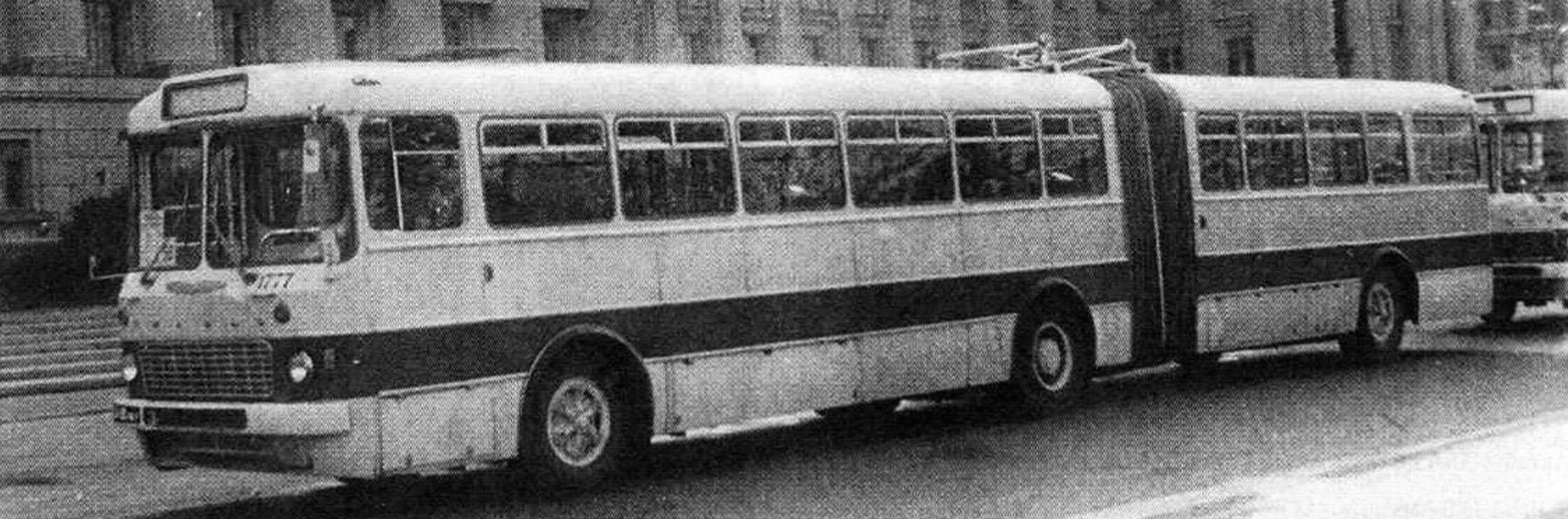 Автобус Икарус-180. Ленинград, 1972 год (фото Ю. Грозмани)