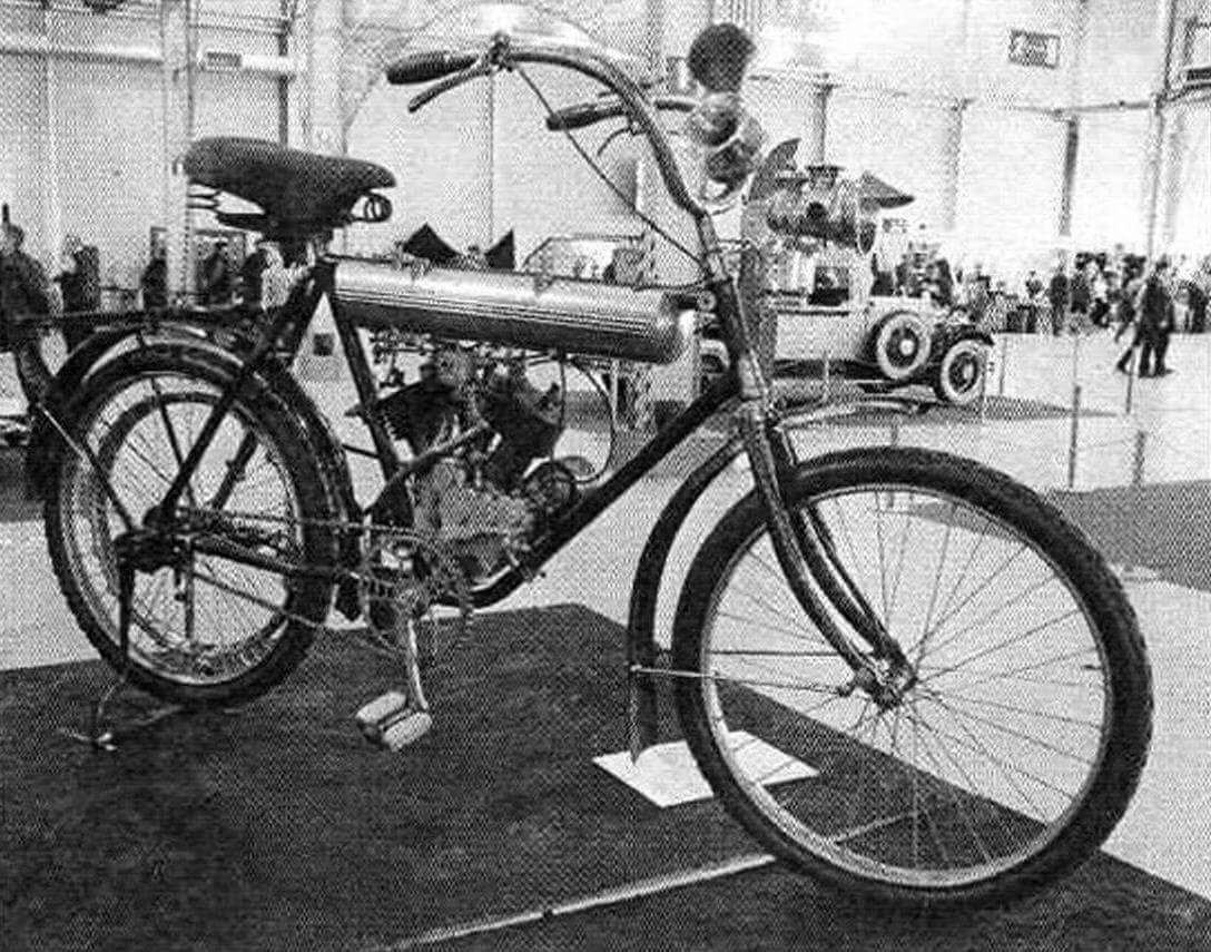 Уникальный образец швейцарской промышленности начала XX века. Он был настолько популярен в то время в нашей стране, что его начали производить по лицензии