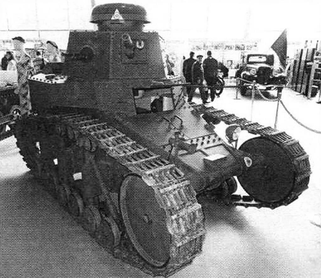 Самоходная реплика танка МС-1 (Т-18). Эти танки приняли участие в конфликте на КВЖД. Потом их заменили в РККА на более совершенные. До нашего времени сохранилось всего несколько подлинных машин