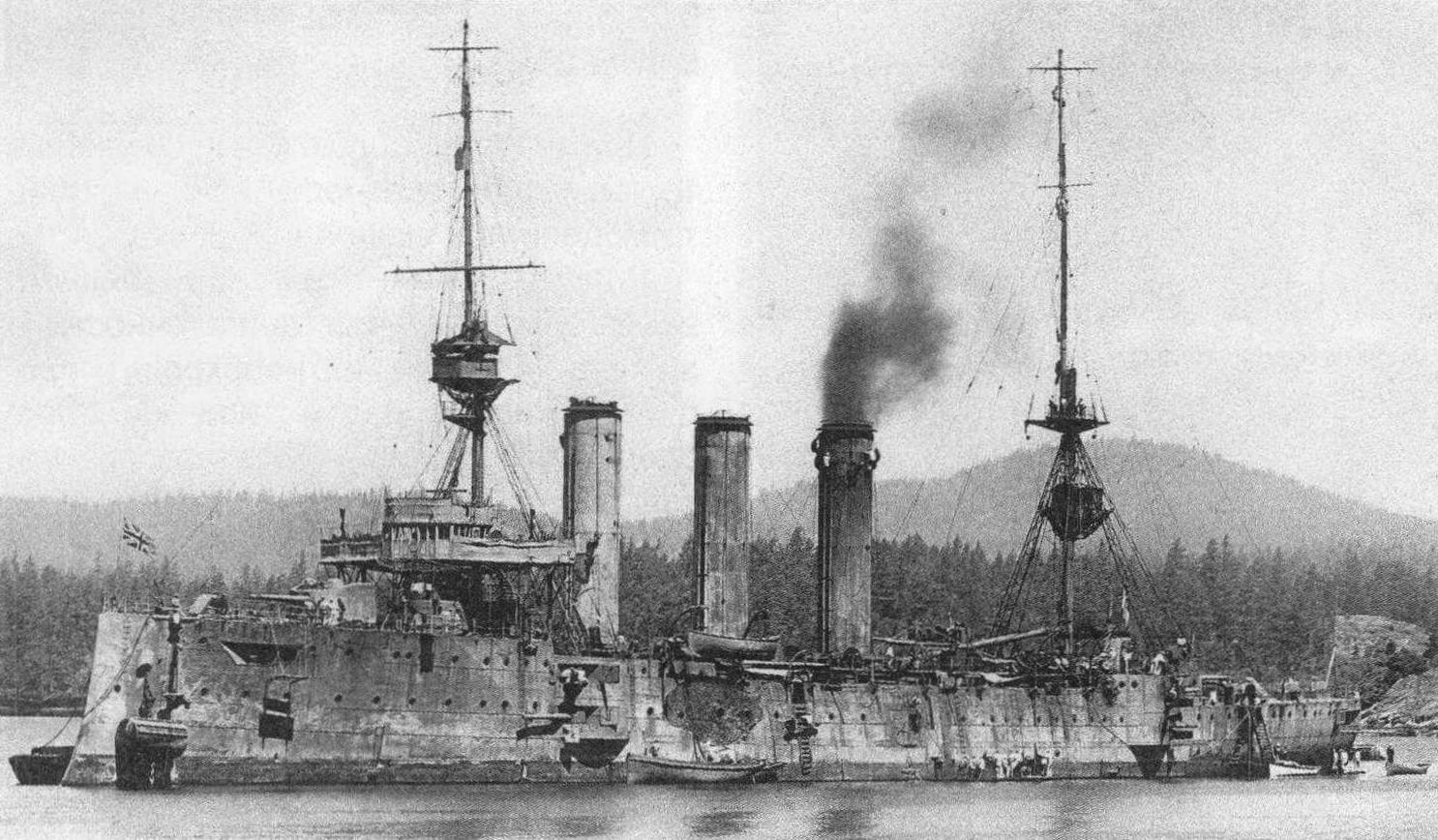 Броненосный крейсер «Кент» на якорной стоянке, 1915 год