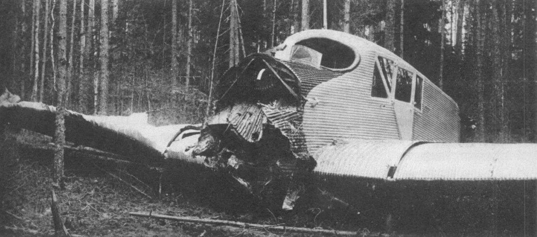 На этом Ю-13 начальник ВВС Белорусского военного округа Кожевников 18 мая 1927 г. отправился инспектировать строительство аэродрома возле Дретуни. На посадке начальник промахнулся, а затем газанул так, что рычаг заклинило. Самолет проскочил всю площадку, а затем въехал в лес. Сам Кожевников и находившиеся с ним два инженера отделались ушибами и некоторым испугом. Прочен был «юнкерс»...