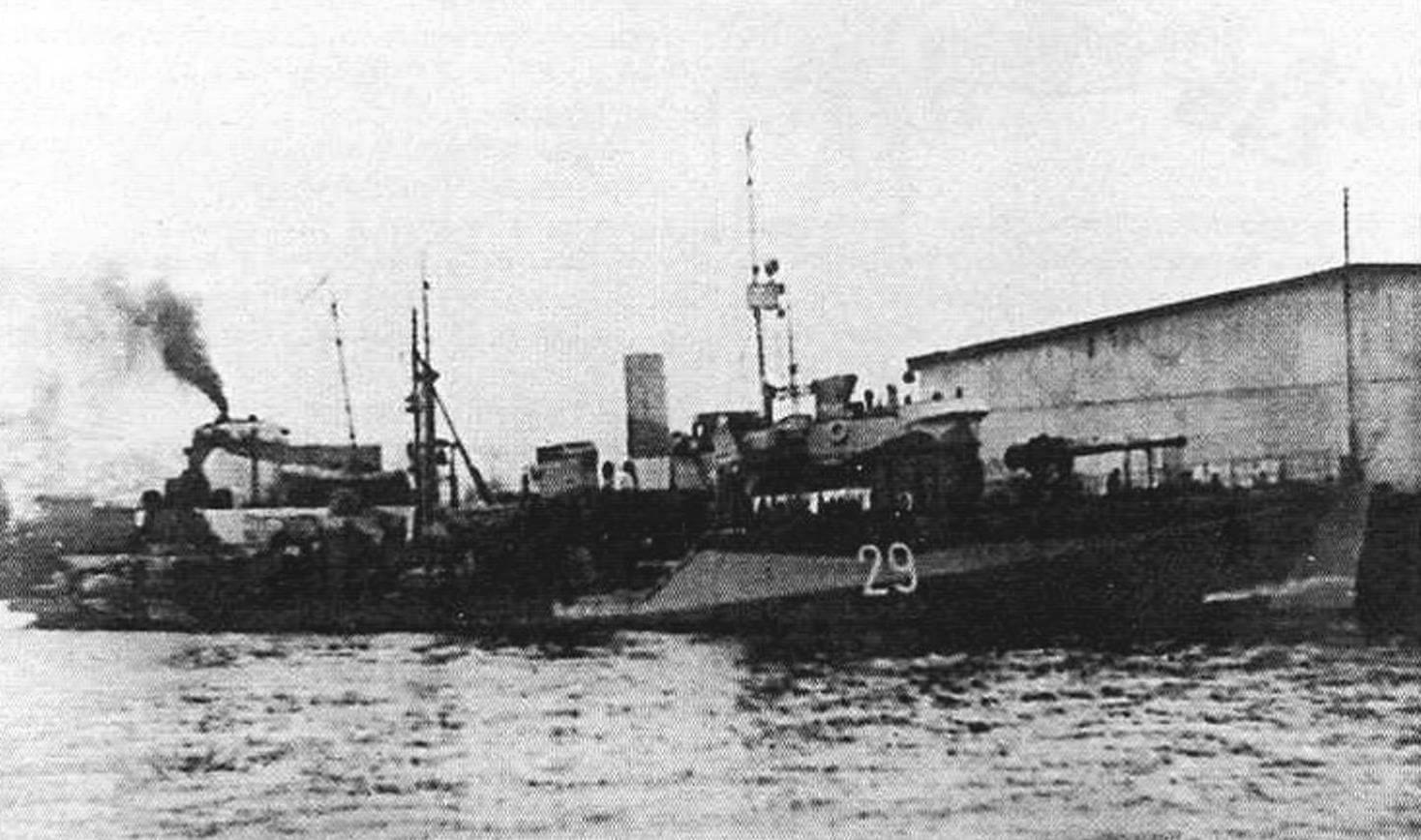 СКР-29 «Бриллиант» у причала в Иоканьге