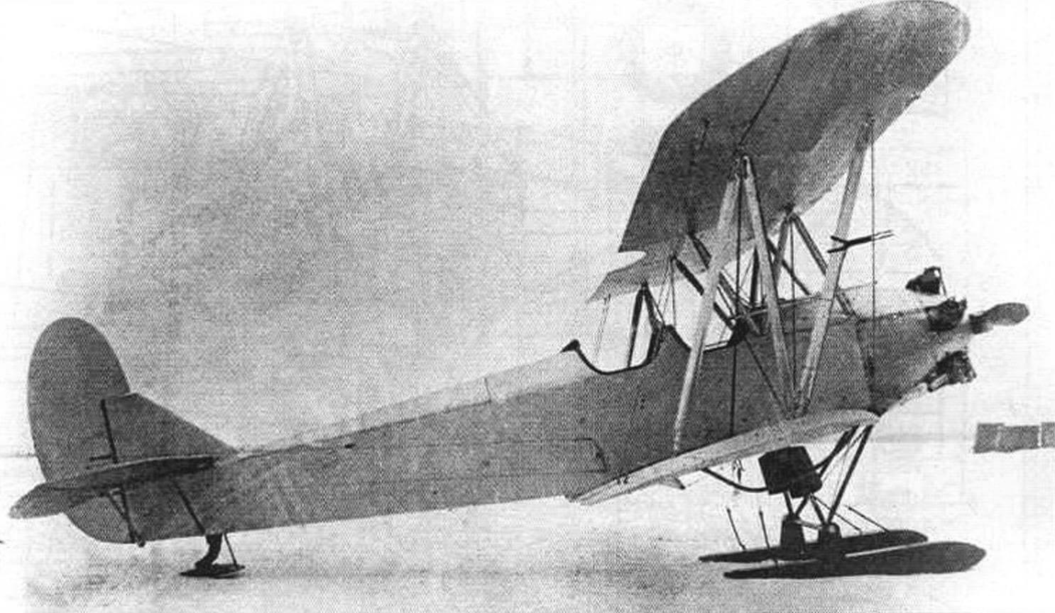 Второй опитый экземпляр У-2 с эллиптическими законцовками крыльев во время испытаний в феврале 1928 года