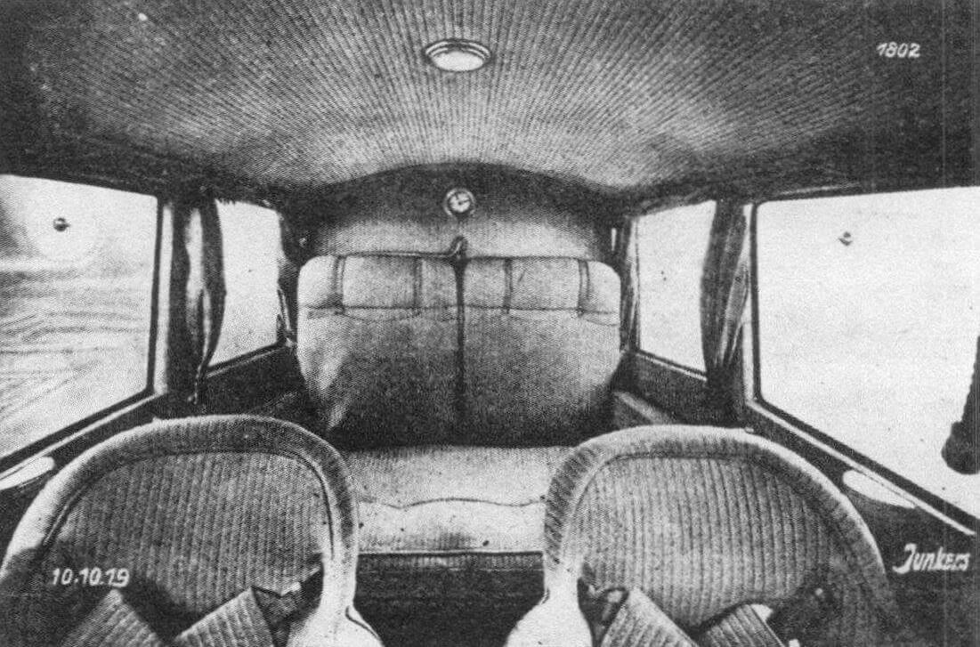 Пассажирский салон первого F13, октябрь 1919 г.