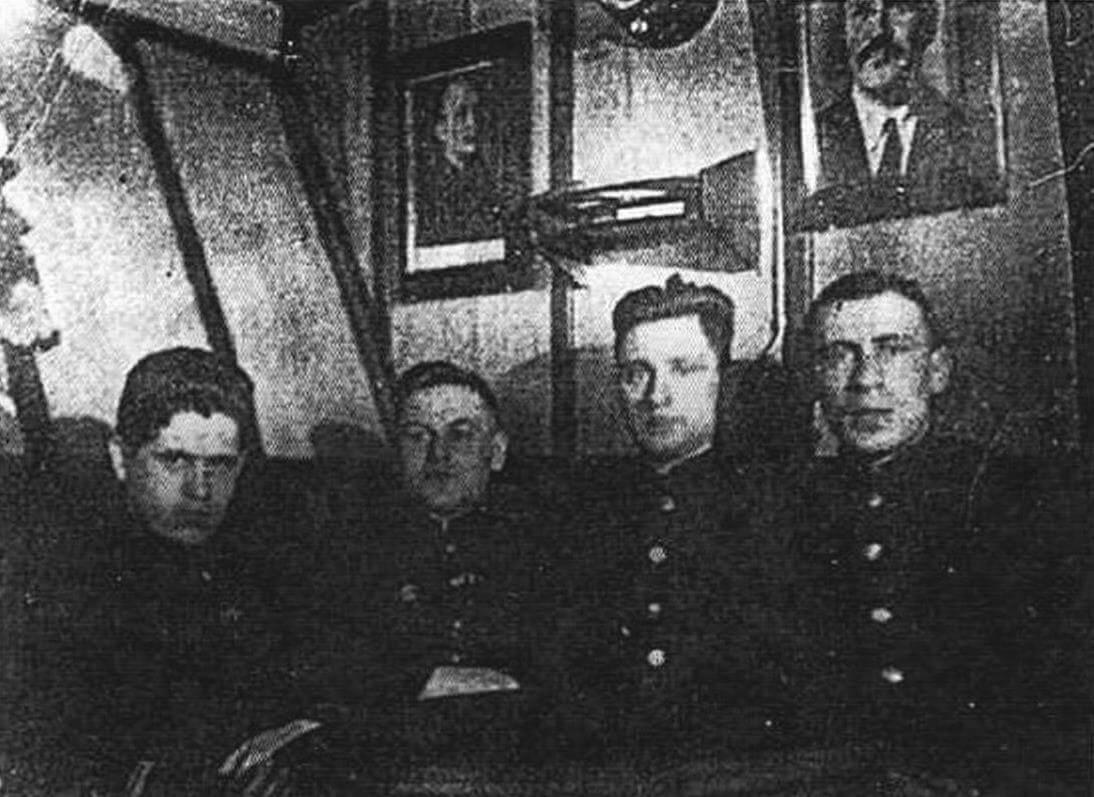 Лейтенант Махоньков - будущий командир «Бриллианта» с группой офицеров-пограничников