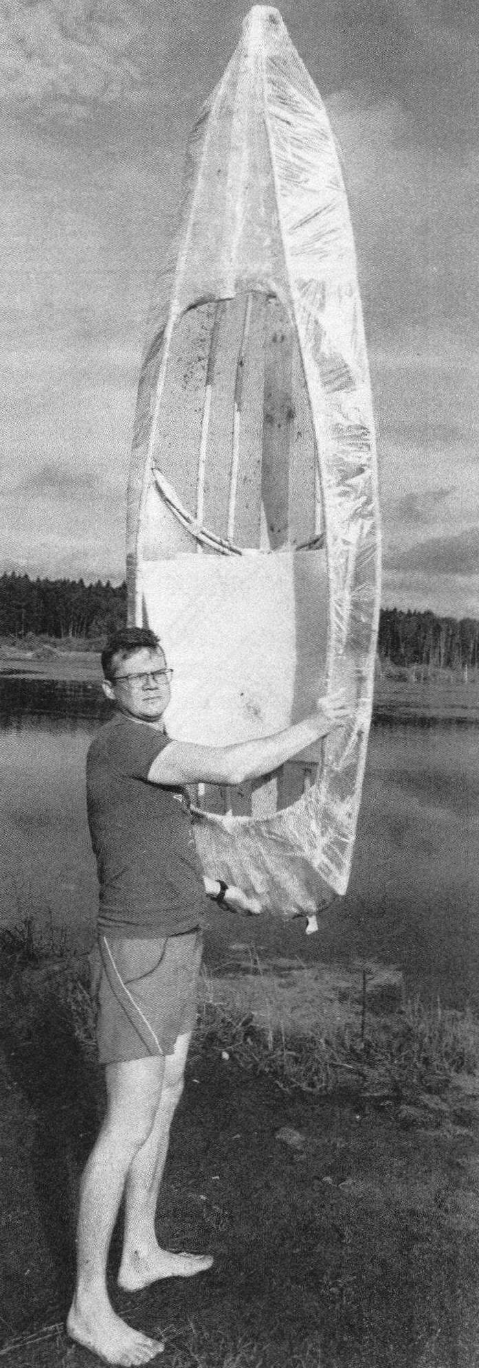 Лодка получилась довольно легкой — ее вес не превышает 8 кг