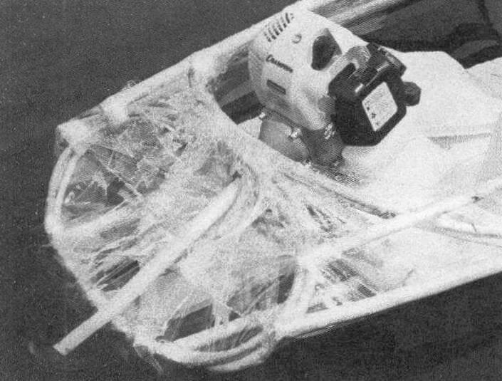От редакции. Фото под лозунгом «Срочно в номер!» Когда материал был уже практически готов к отправке в печать, от Василия Феногенова пришла информация об успешных испытаниях его лодки с небольшим бензиновым мотором-веслом. Таким образом, это теперь не просто каяк, «настоящая моторка»!