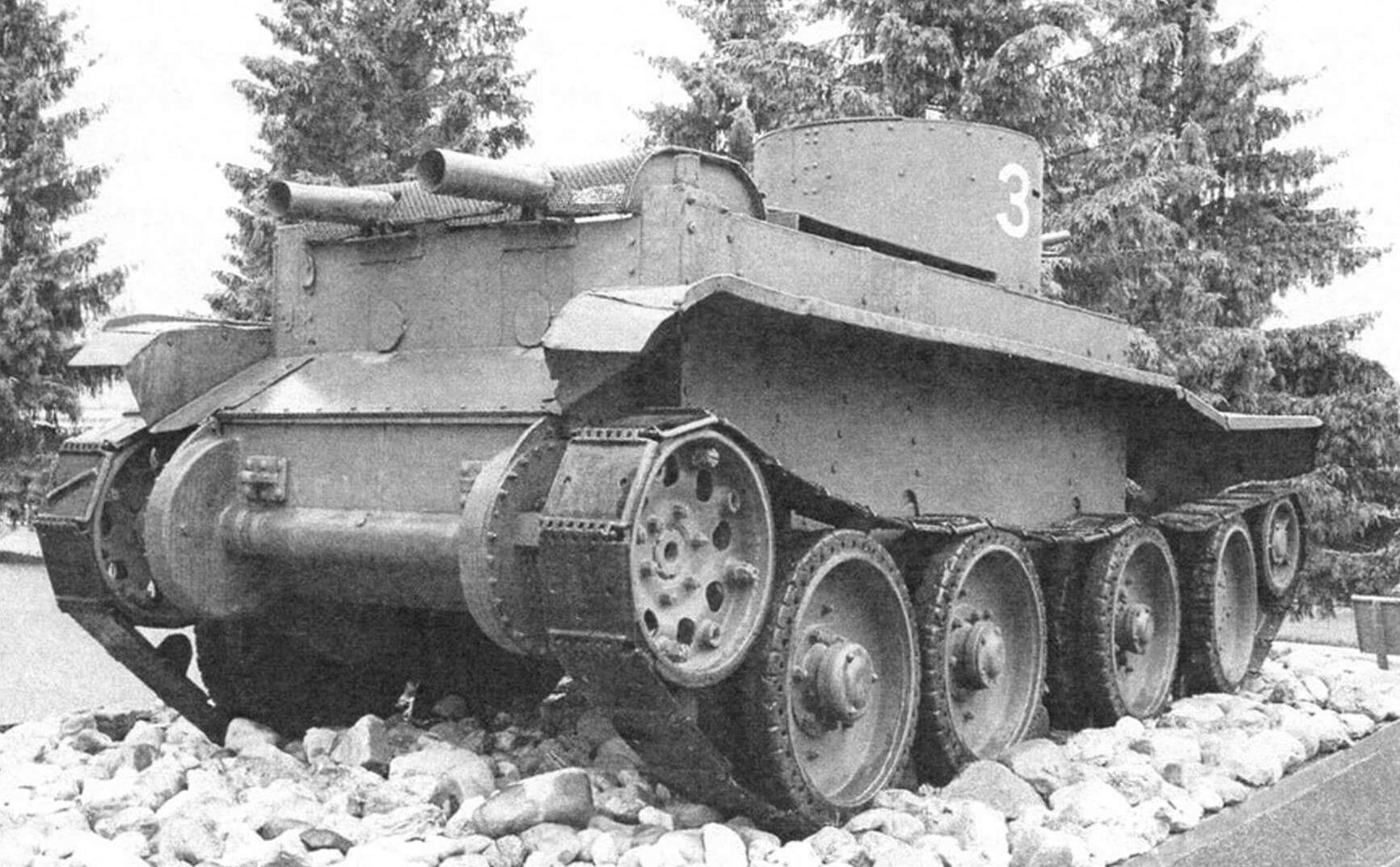 Танк БТ-2 из коллекции Центрального музея бронетанкового вооружения и техники в Кубинке